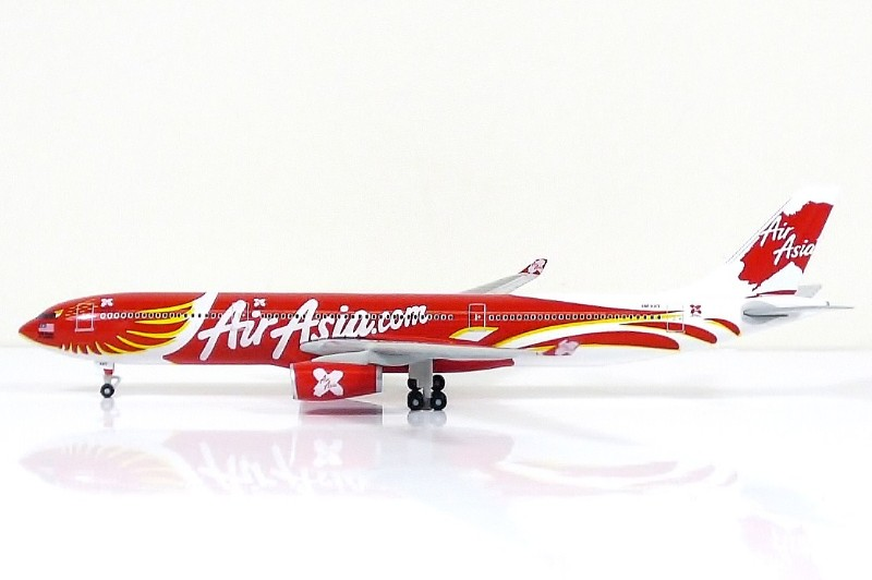 SKY500 Air AsiaX Airbus A330-300 1:500 Xcintilating Phoenix Registration 9M-XXT 亞航