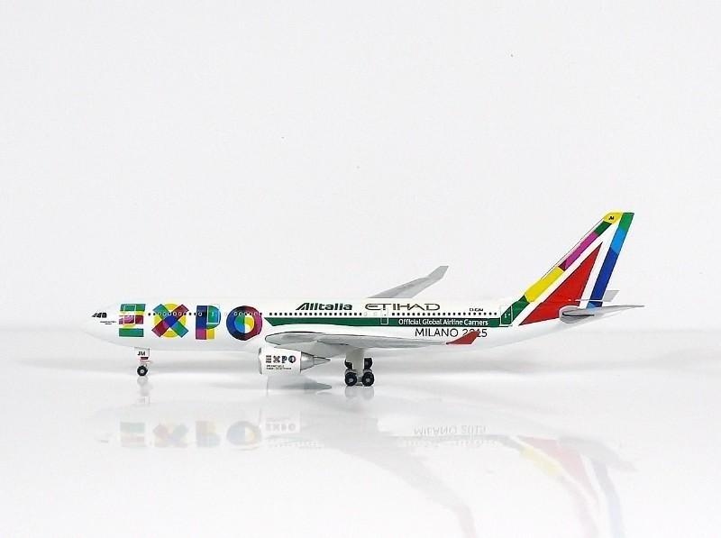 SKY500 Alitalia Airbus A330-200 1:500 Registration EI-EJM