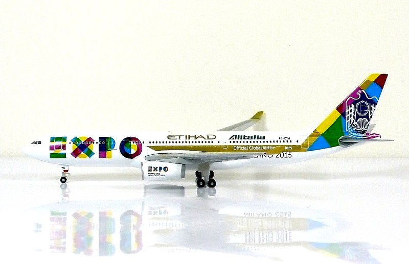 SKY500 EtihadAirways Airbus A330-200 1:500 Registration A6-EYH