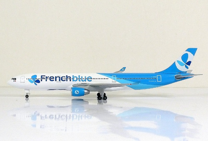 SKY500 French blue Airbus A330-300 1:500 Registration F-HPUJ